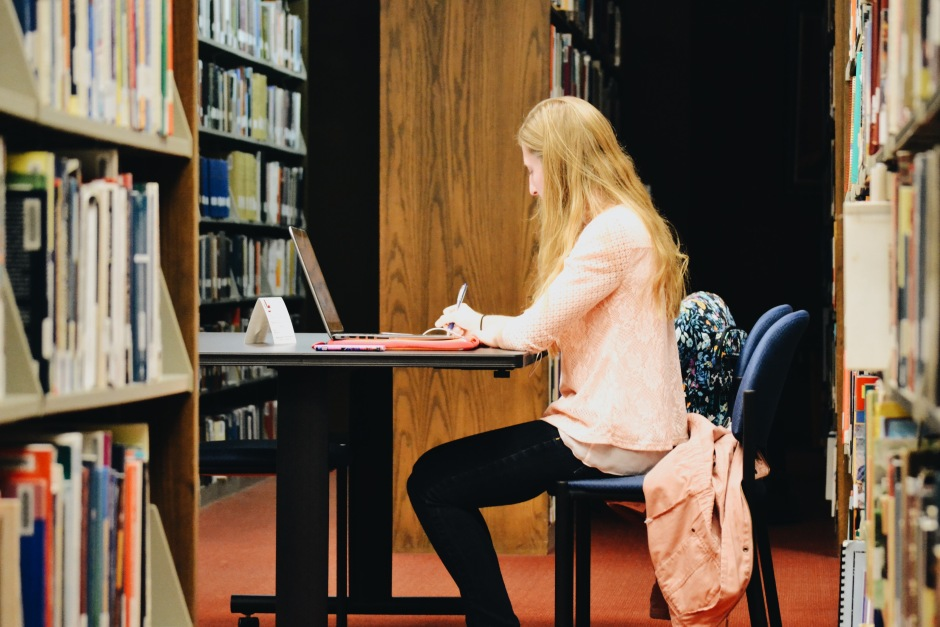 A student studies in the library. (Jake Allen, Staff Photographer)